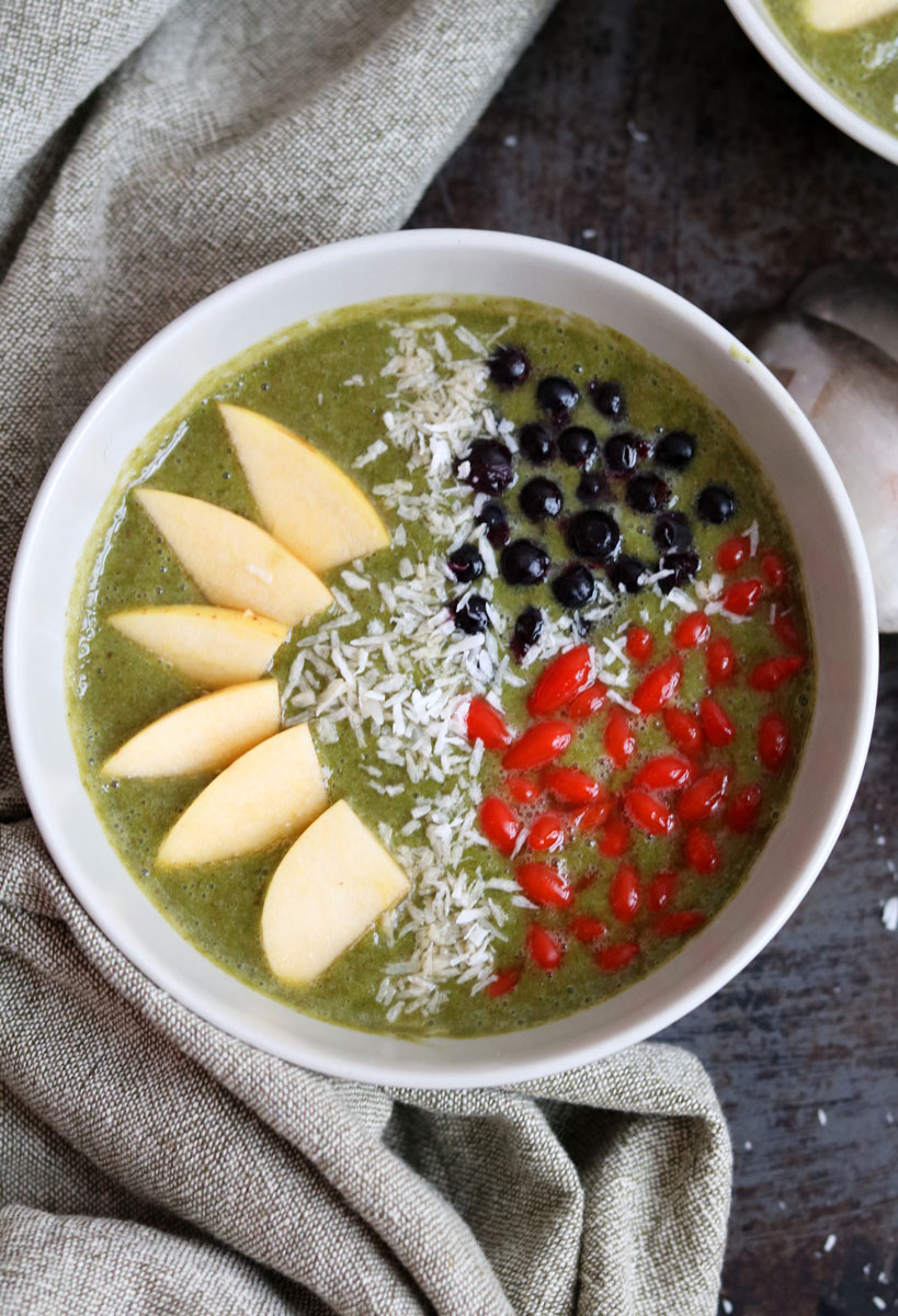 Healthy and delicious kale smoothie bowl | Tofobo Family