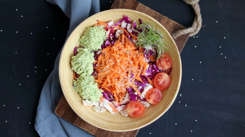 Rainbow veggie salad with smashed avocado and mustard sprouts | Tofobo Family