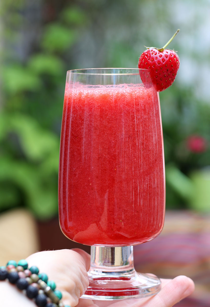 Coconut Water Strawberry Smoothie | Tofobo Family