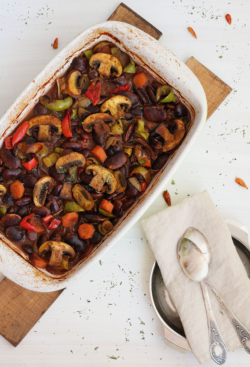 Greek Giant Beans Baked With Mushrooms And Peppers | Tofobo Family