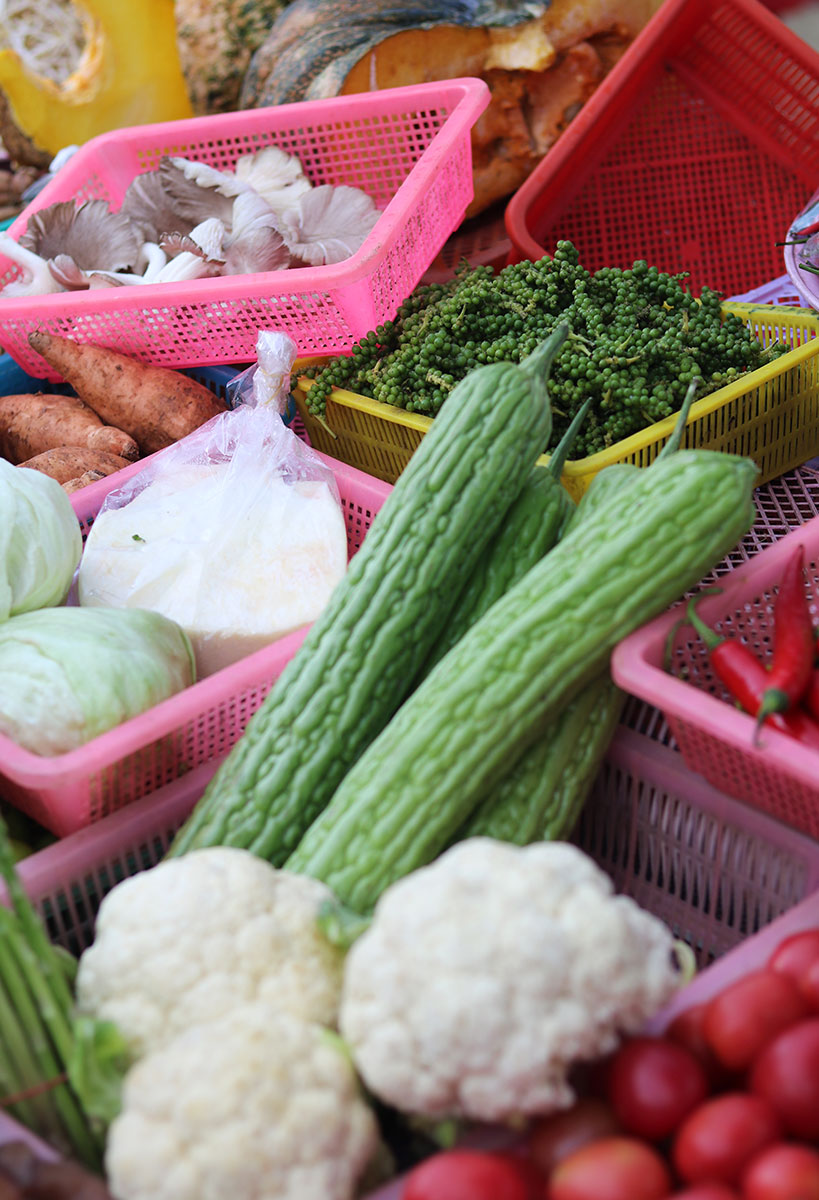 Rawai Market, Phuket: fresh Thai food, local fruits & veggies (a guide how to get the best deal) | Tofobo Family